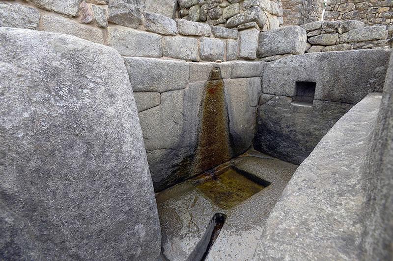 fuente secundaria Machu Picchu