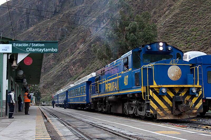 Train Station to Machupicchu in Ollantayatambo