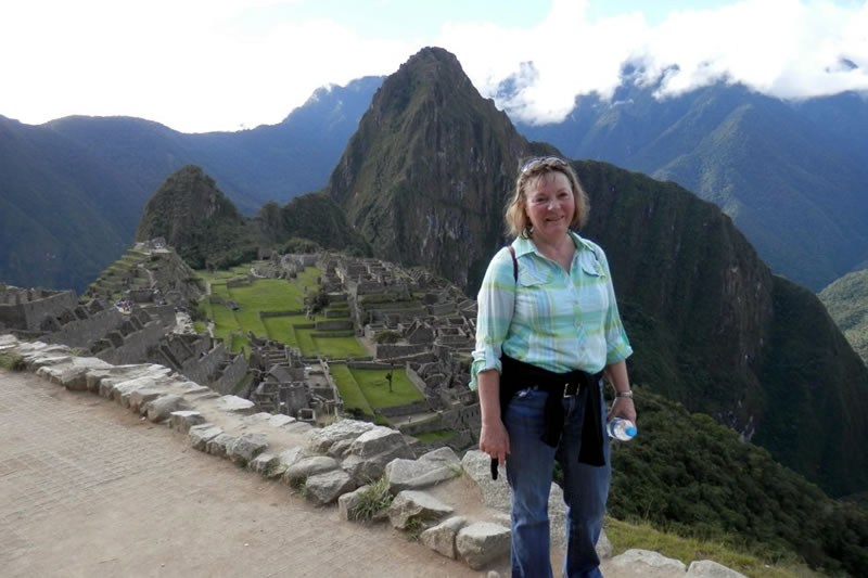 adulto mayor en machu picchu