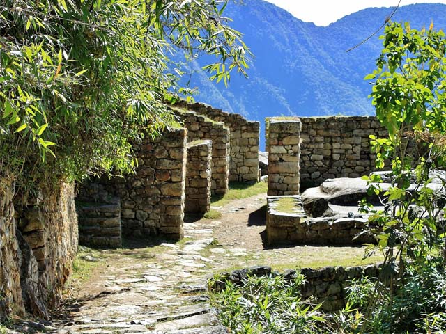 Back of the Intipunku, entering Machu Picchu