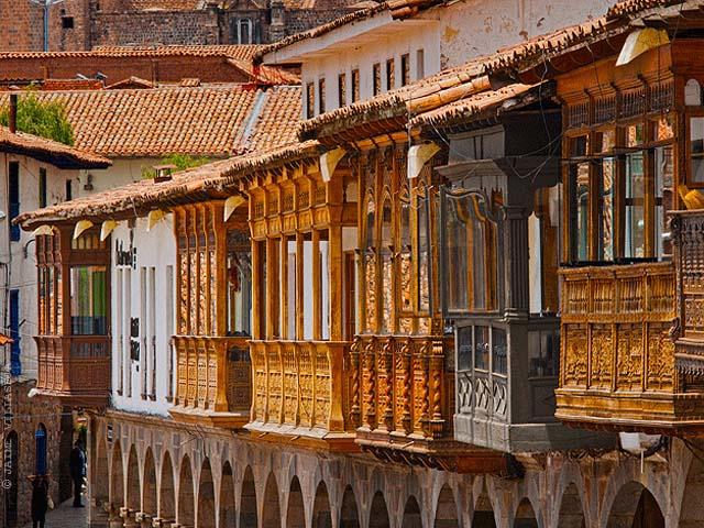 Balcones en la Plaza de Armas