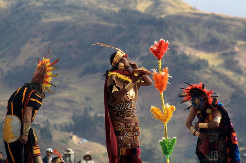 Inca worshiping the Sun God