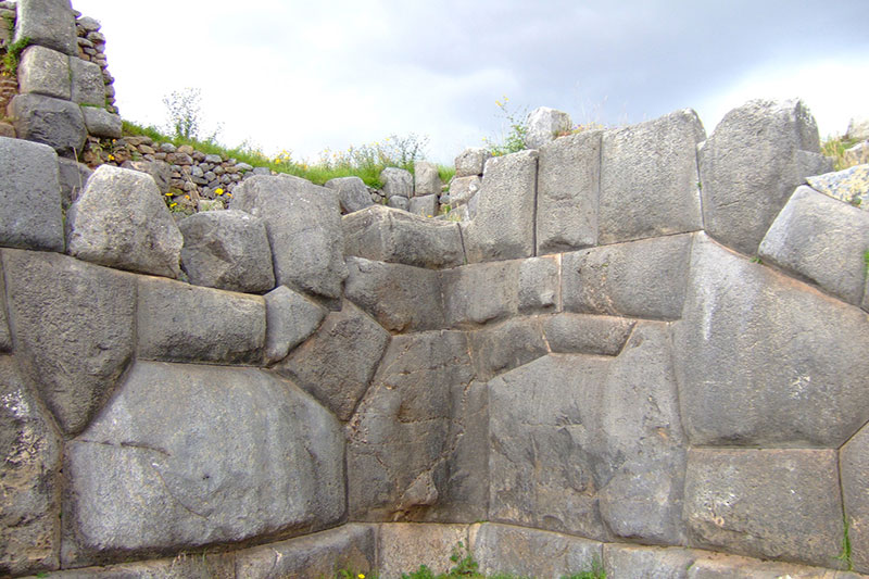 Stones perfectly joined Sacsayhuamán