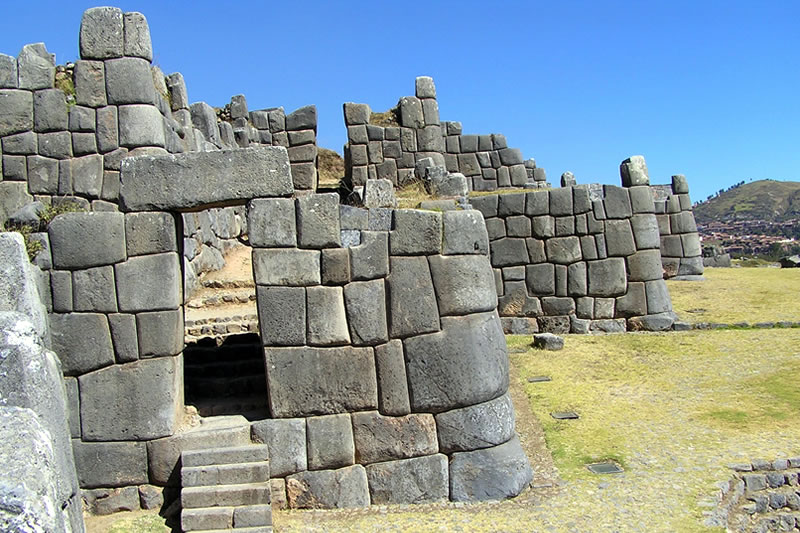 Stone doors found in Sacsayhuamán