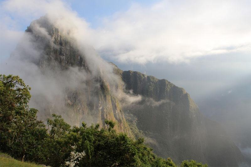 Huayna Picchu en las nubes