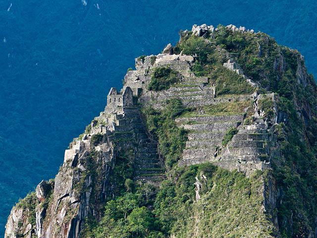 Vista aérea de la cima del Huayna Picchu