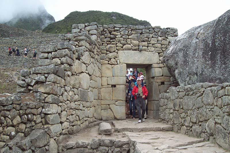 Porte en pierre du Machu Picchu
