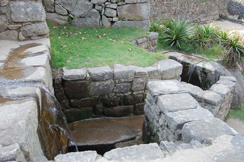 Fuente de agua Machu Picchu