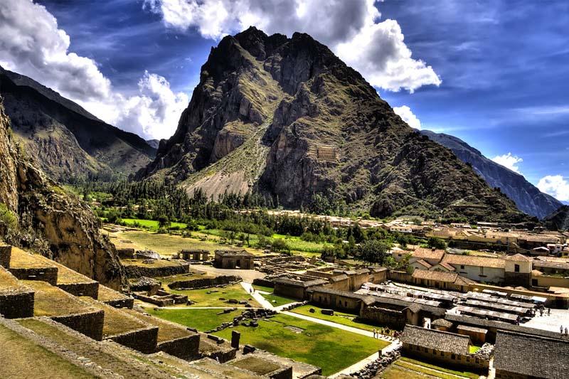 Serviço de ônibus para Ollnataytambo e trem para Machu Picchu