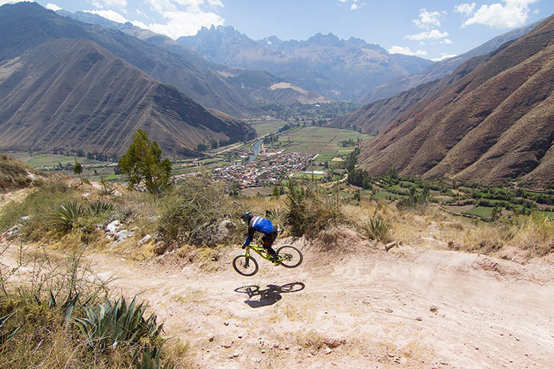 Descent in bicycles Sacred Valley