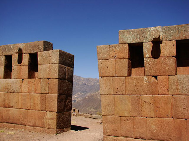 Internal windows of Inca enclosures - Pisac