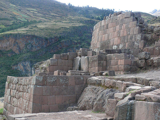 Water Fountain and Canals - Pisac