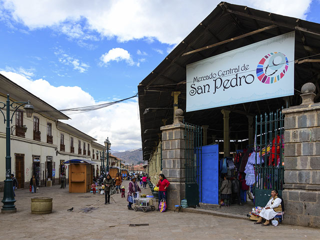 Entrada al mercado de San Pedro