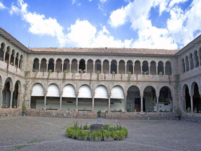 Patio Central del Monasterio de Santa Catalina  -  Vista de los Arcos de estilo Romano