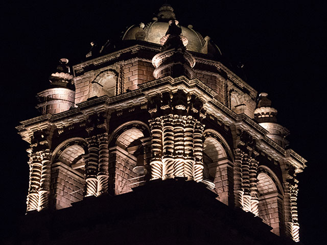 Iglesia Santo Domingo - Vista Nocturna de la Torre