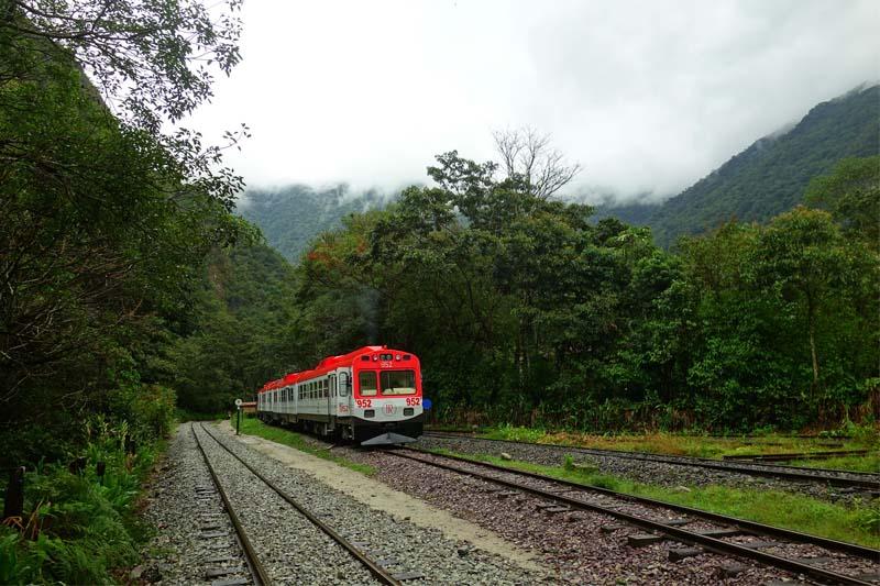 Train Ollantaytambo - Machu Picchu