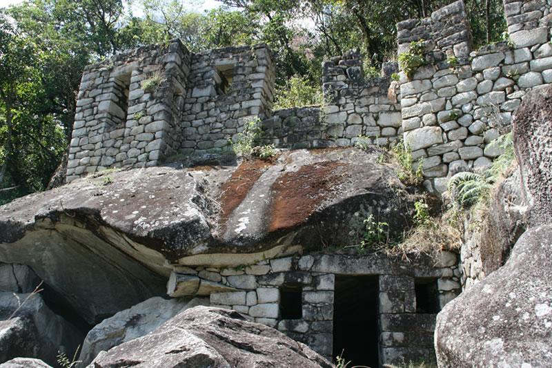 templo de la luna montaña huayna picchu