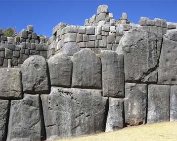 Escritura de 30.000 años de antigüedad en Sacsayhuamán