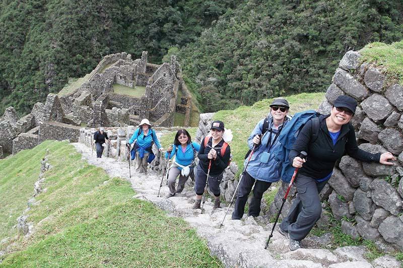 Tourists climbing the mountain Huayna Picchu