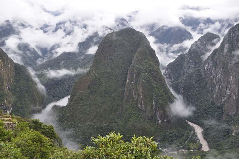 Vista de la montaña Putucusi en Machu Picchu