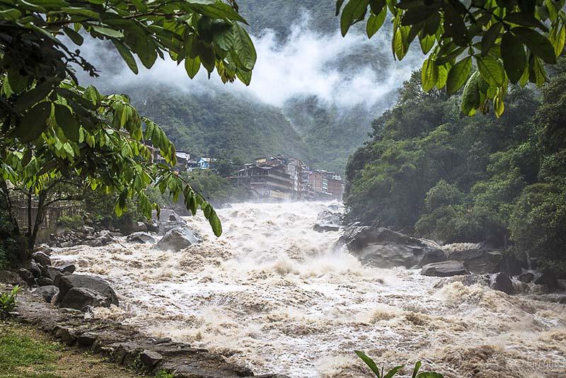 Rio Urubamba pasando por Aguas Calientes
