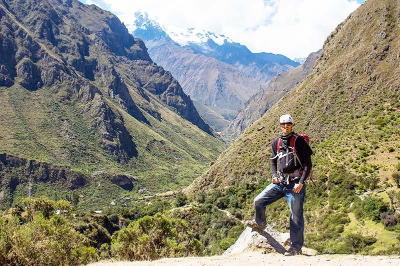 Turista listo para la aventura en el Valle Sagrado