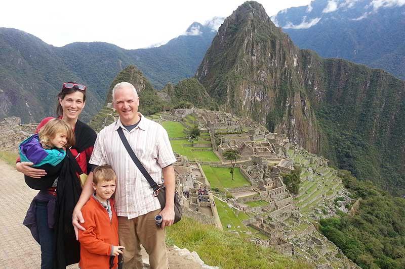 Familia en Machu Picchu