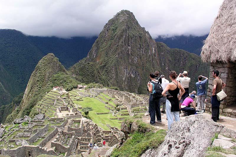 Turistas llegando a Machu Picchu