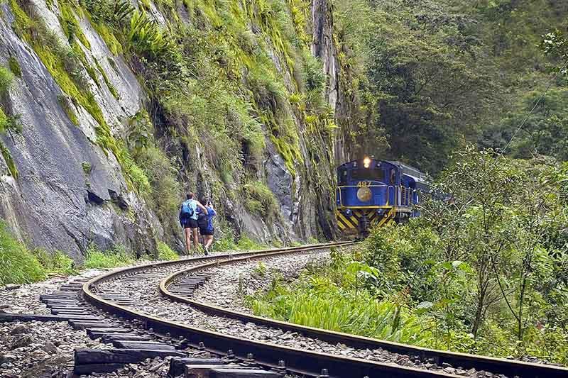 Vista del tren con rumbo a Machu Picchu