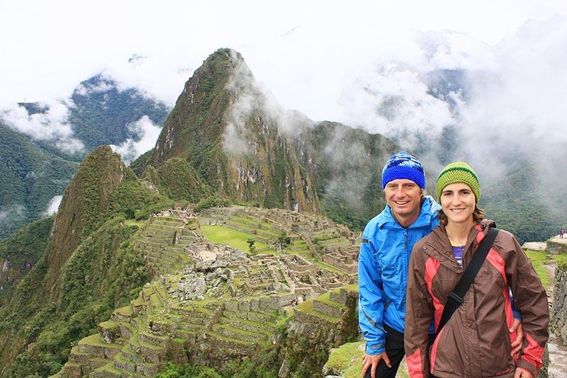 Machu Picchu cubierta por la niebla