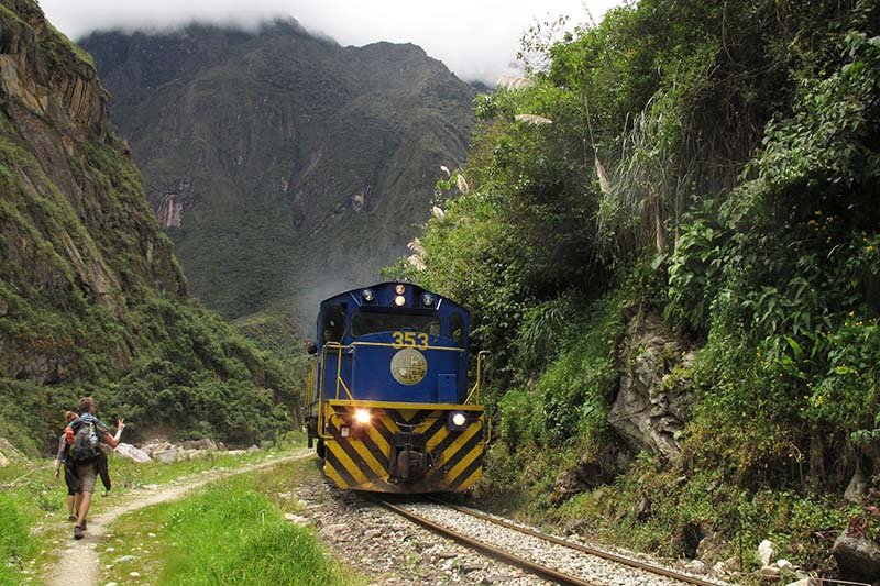 Train Machu Picchu and Huayna Picchu
