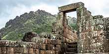 El antiguo pueblo inca y el mercado en Pisac, son casi obligatorios si esta de camino a Machu Picchu, en Perú