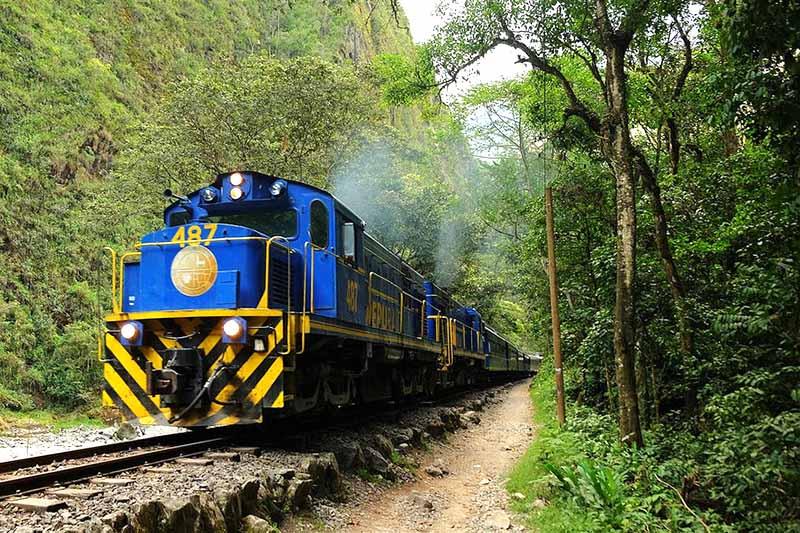 Tren con rumbo a Machu Picchu