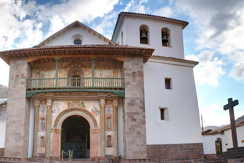 Fachada de la iglesia de Andahuayllas en el Valle Sur del Cusco