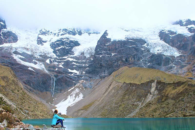 Montañas de la cordillera de los Andes en la caminata Salkantay