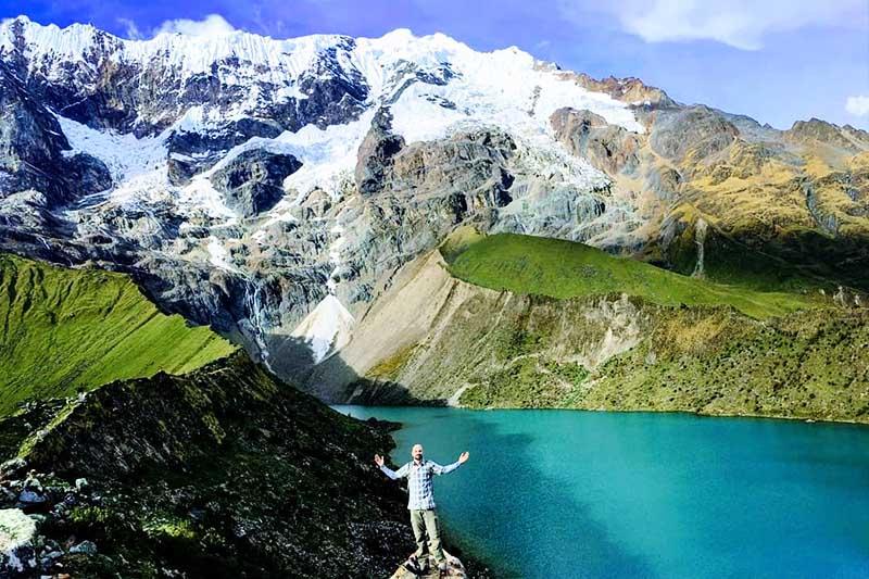 Vista de los gelidos pasos de montaña de la excursion por el Salkantay