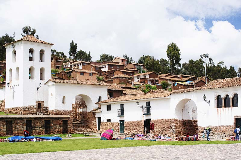 Iglesia de Chinchero y sus alrededores