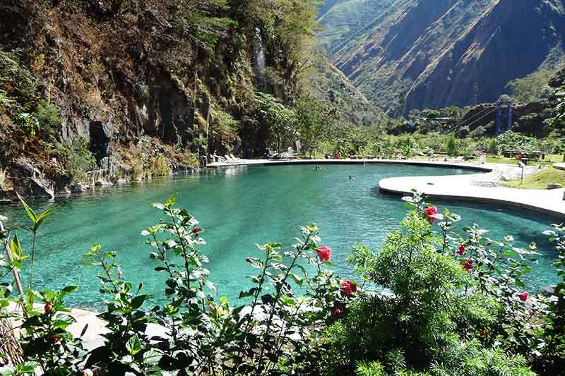 Piscinas de las aguas termales de Colcalmayo en Santa Teresa