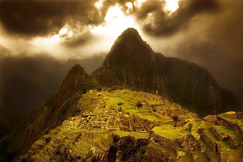Machu Picchu en la noche