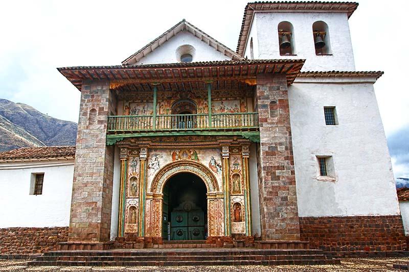 Fachada de la iglesia de San Pedro Apóstol de Andahuaylillas
