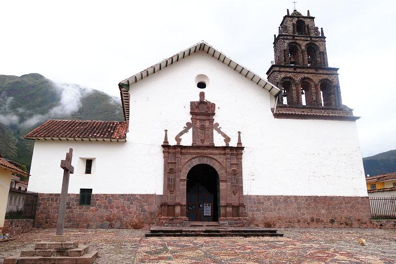 Vista exterior del templo de San Juan Bautista de Huaro