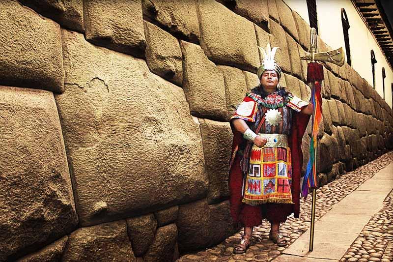 Vista de la piedra de los 12 angulos en Cusco
