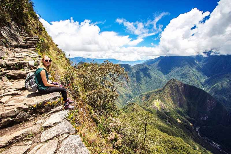 Tourist resting on the roads of the Machu Picchu mountain