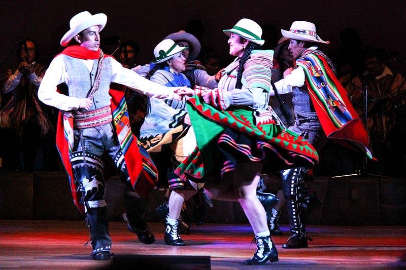 Noche de danzas en el Centro Qosqo de Arte Nativo