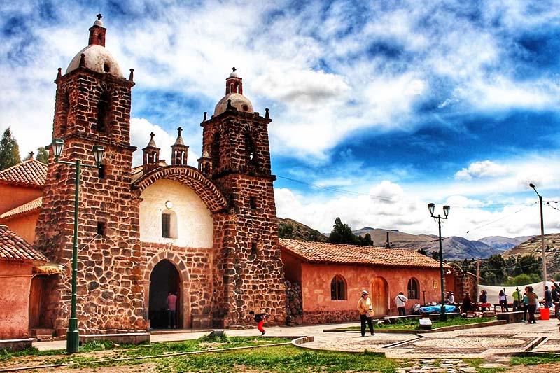 Vista del Templo colonial de San Pedro de Cacha