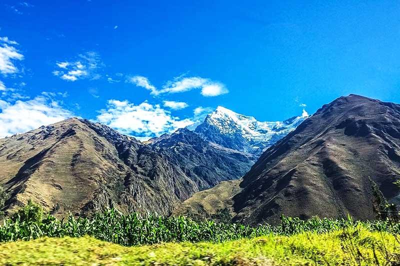 Vista de campos de cultivo de maíz en el Valle Sagrado de los Incas
