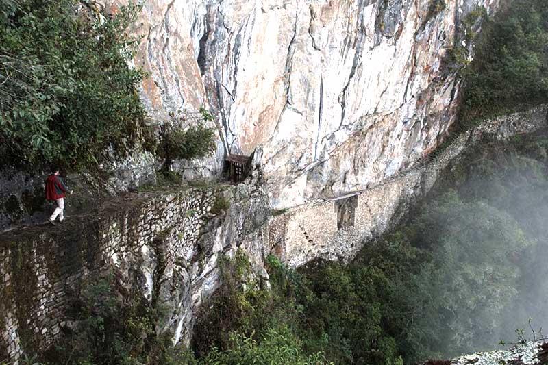 Puente inca en Machu Picchu