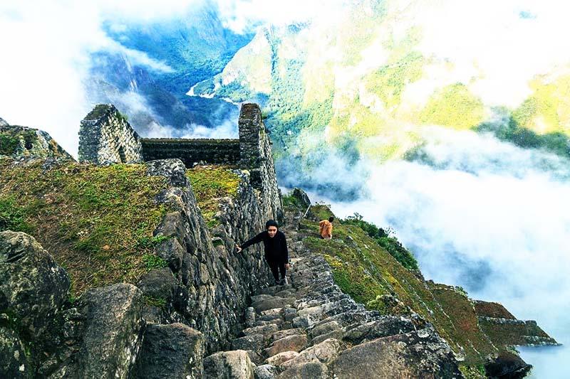 Subiendo a la cima de la montaña Wayna Picchu
