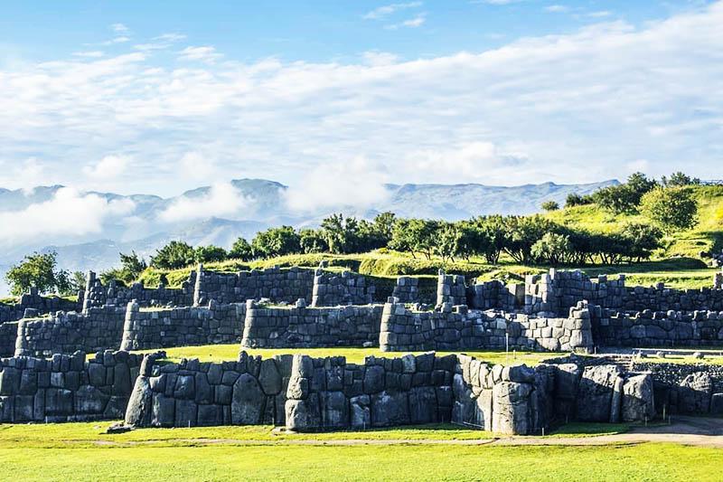 Vista panoramica de la fortaleza de Sacsayhuaman