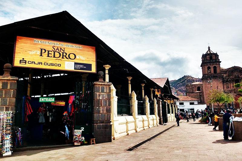Vista del mercado de San Pedro en Cusco